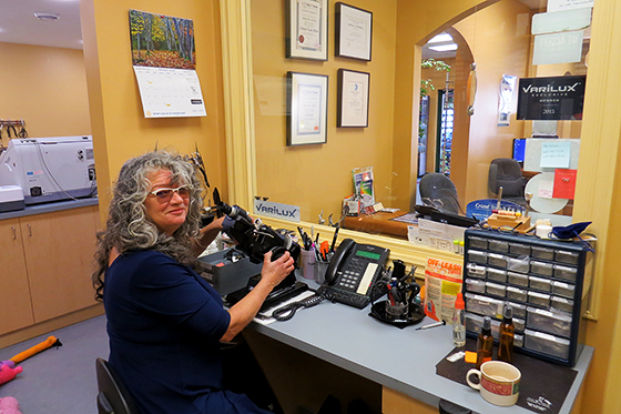 sechelt-licensed-optician-contact-lens-fitter-1575